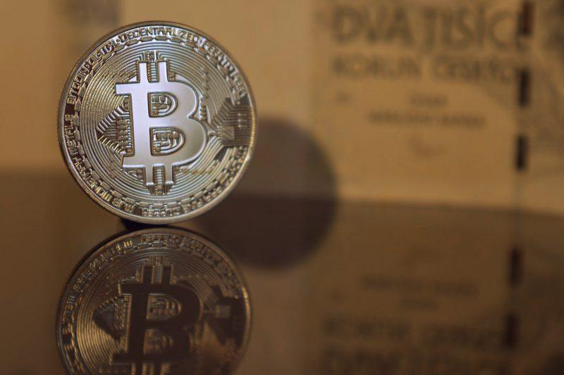 bitcoin-e1518012210406 Ako investovať do kryptomien a začiatky s Bitcoinom