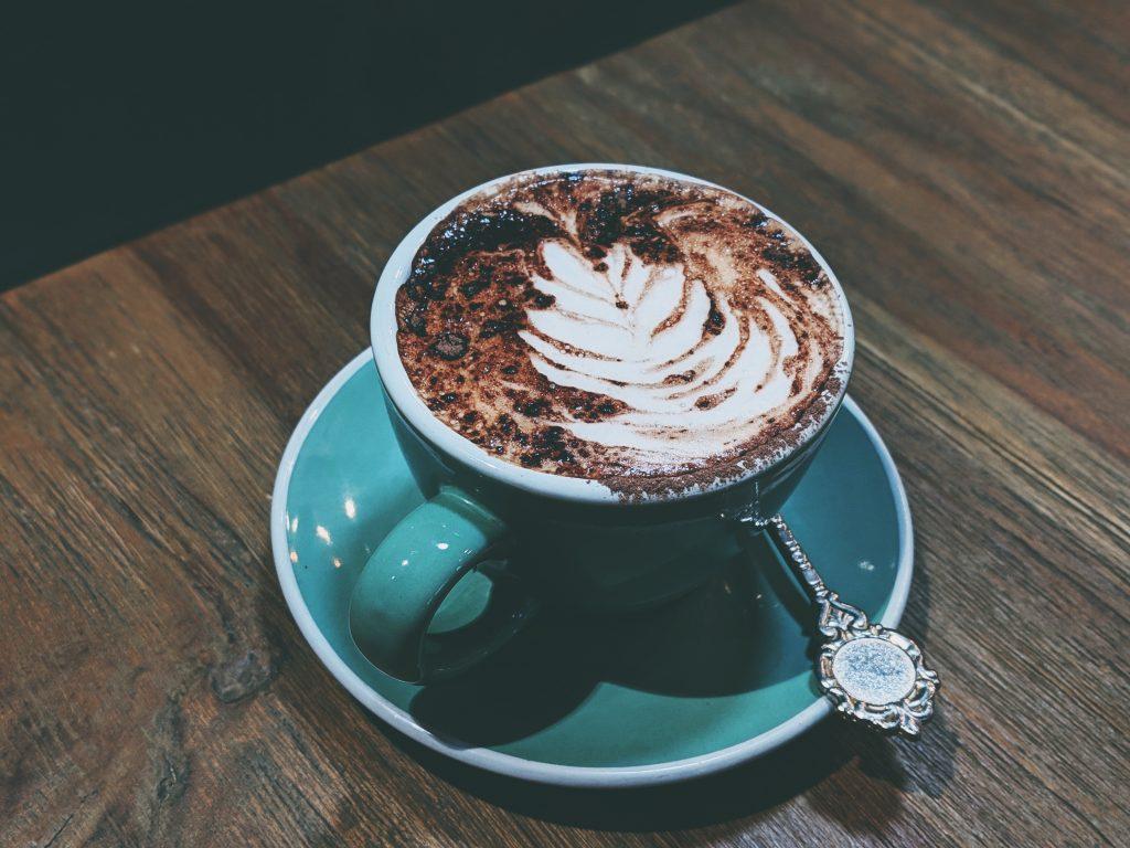 beverage-caffeine-cappuccino-2516643-1024x768 Minimalistické šetrenie ČASŤ 2: Jedlo