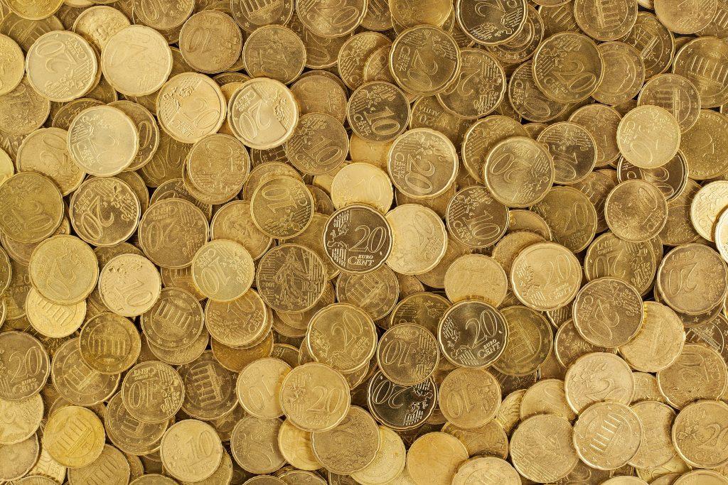 cash-change-coins-106152-1024x683 Minimalistické šetrenie ČASŤ 1: Nakupovanie