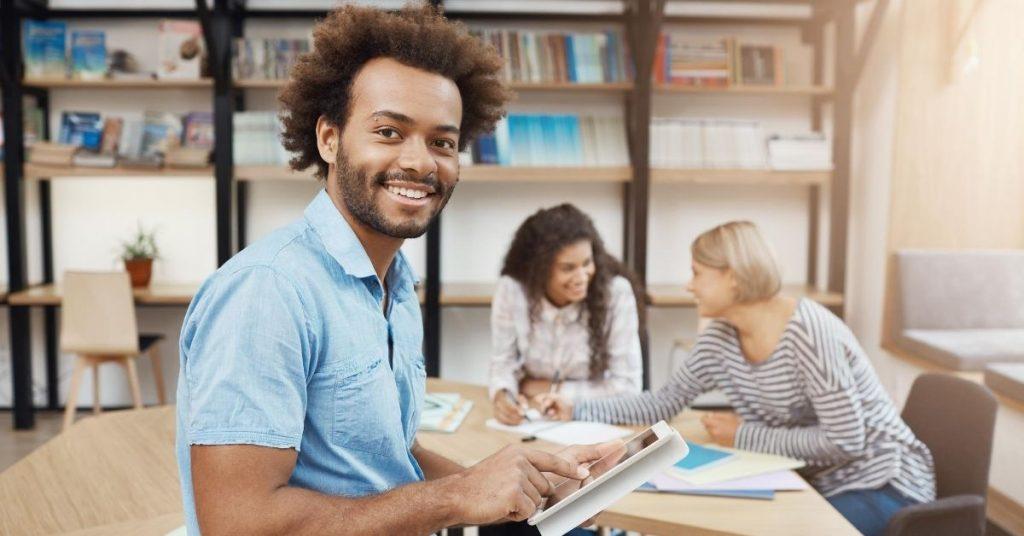 Dizajn-bez-názvu-4-1024x536 Ako môžem získať študentskú pôžičku?