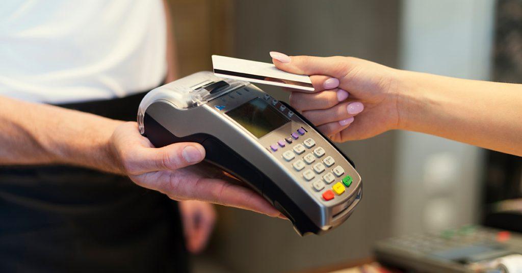 2-1024x536 Poznáte rozdiel medzi debetnou a kreditnou kartou?