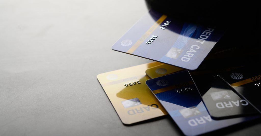 4-1024x536 Poznáte rozdiel medzi debetnou a kreditnou kartou?